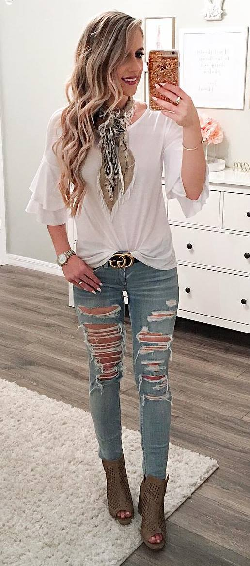 outfit idea: top + ripped jeans