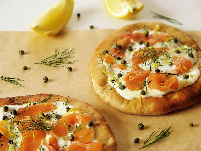 Recette bio de pizzas au saumon fumé et à l'aneth