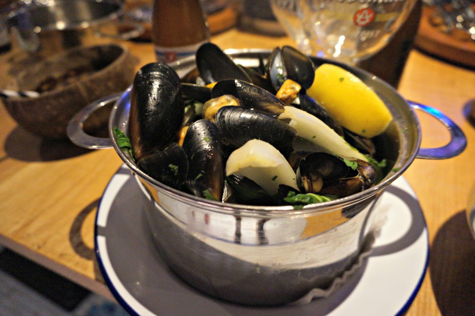 bowl of mussells