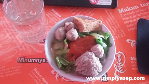 "A bow of ""Bakso Urat"" like this worth about Rp.20.000,- or equal to 1,3 $. Photo Asep Haryono"