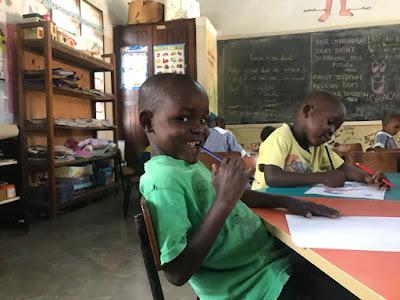 Niño en uno de los proyectos con los que colaboramos en Kenia.