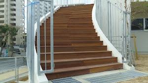 ウリンウッドデッキを使用した保育園の外階段