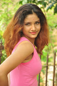 Aarthi glamorous photo gallery-thumbnail-7