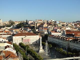 praça Lisboa com teatro D. Maria ao fundo
