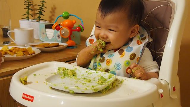 午餐與晚餐都是食物泥加上煮到軟爛的食物,如:地瓜、酪梨...等