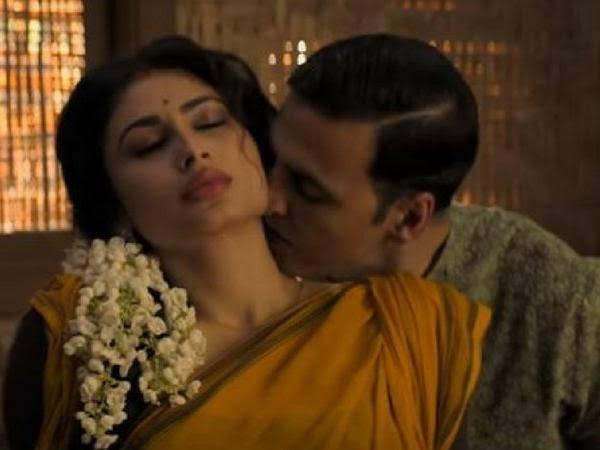 Akshay Kumar kissing mouni roy