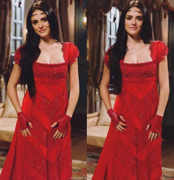 Ana (Isabelle Drummond) vestido vermelho