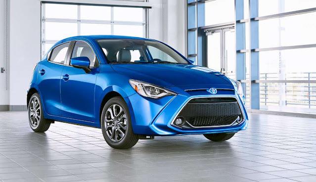 2020-toyota-yaris-hatchback-xle-blue