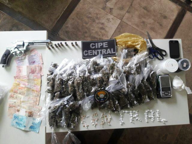 Homem é preso com drogas e arma de fogo em Amargosa