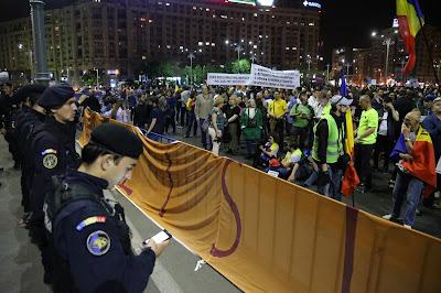 resist, Románia, közkegyelem, PSD-ALDE, Traian Băsescu, román parlament, korrupció, Grindeanu-kormány, Sorin Grindeanu, Liviu Dragnea, RMDSZ