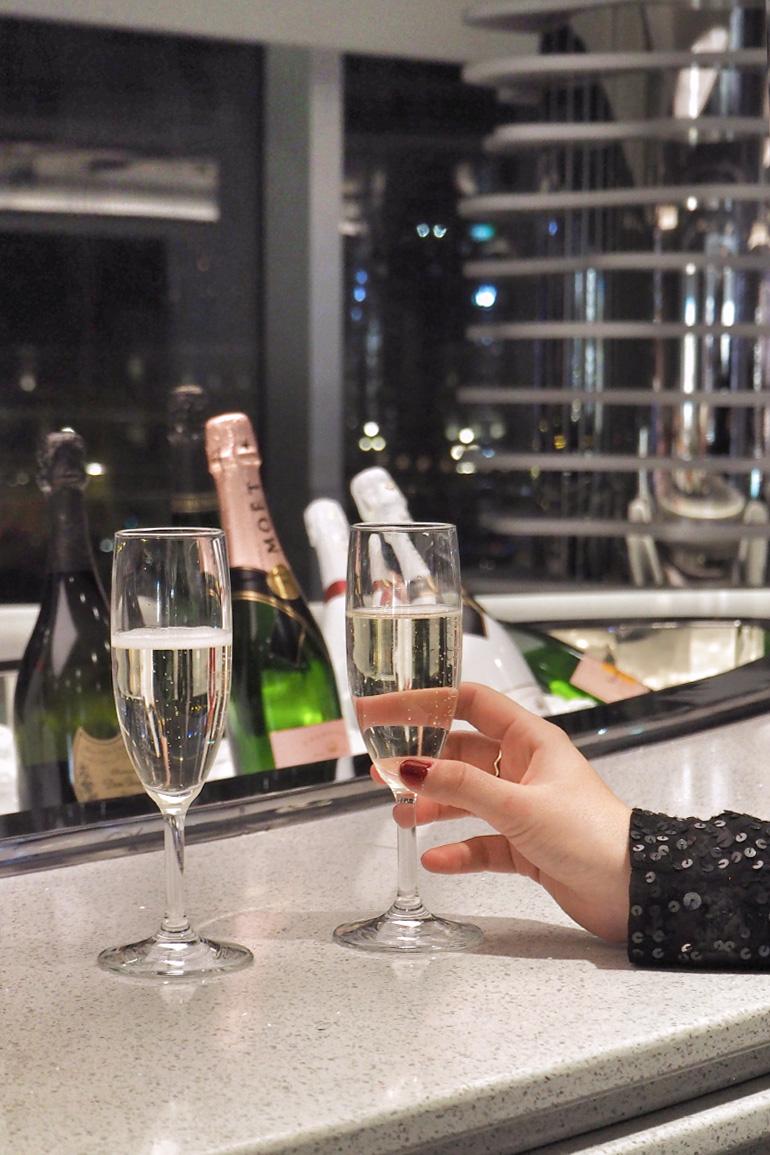 Bar à champagne sur le navire MSC Seaside