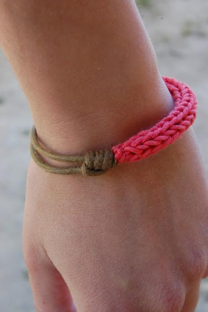 pulsera, brazalete, tricotin, cuero, bisutería, macrame