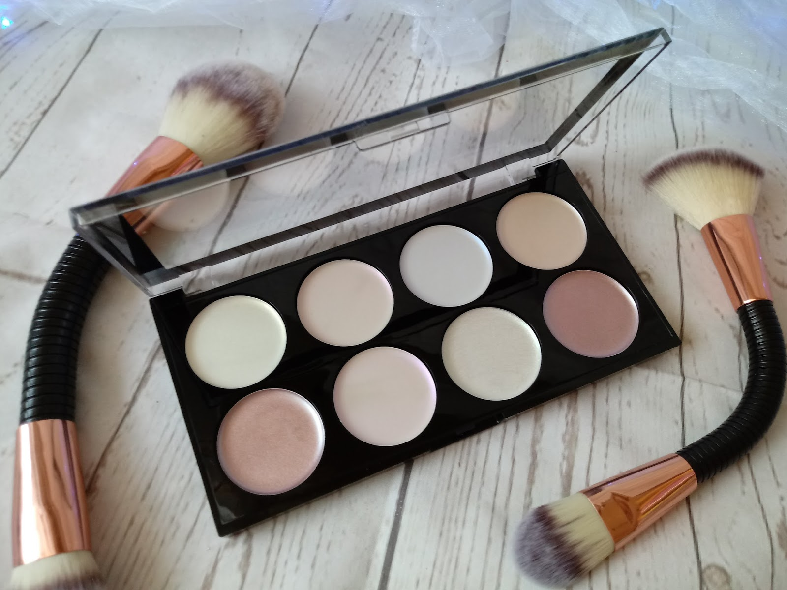 ULTRA STROBE AND LIGHT PALETTE & ULTRA STROBE BALM PALETTE / MAKEUP REVOLUTION / RECENZJA