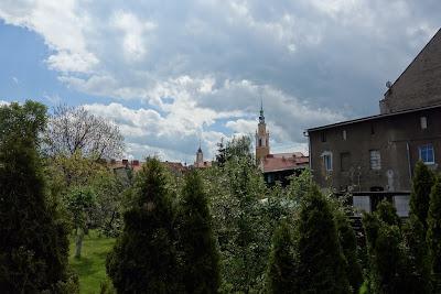 ratusz miejski i kościół Piotra i Pawła