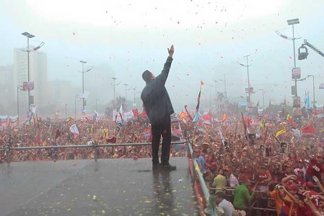 """Nesta segunda-feira (6), a chanceler venezuelana Delcy Rodríguez destacou o caráter anti-imperialista da Revolução Bolivariana, que desde a chegada do comandante Chávez ao poder político em 1998, define suas políticas externas em função da autodeterminação e da soberania nacional, por cima dos interesses dos capitais transnacionais.  """"Hoje o povo da Venezuela é o condutor histórico de seu destino, o presidente Nicolás Maduro é acompanhado pelos componentes do poder popular em todas as suas instâncias, e a democracia participativa e protagônica em nosso país é uma realidade"""", disse a chanceler durante a instalação do foro """"Hugo Chávez Anti-imperialista"""", no Teatro Nacional de Caracas."""