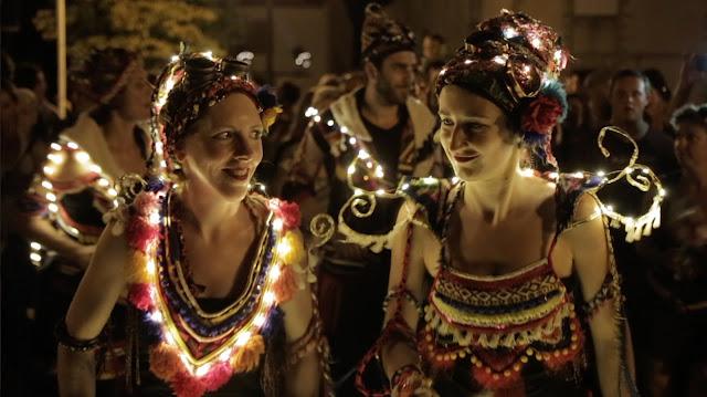 La fanfare lumineuse samba baladi en tournée en Espagne au festival Getxo folk (Pays Basque, Espagne) en septembre 2018.