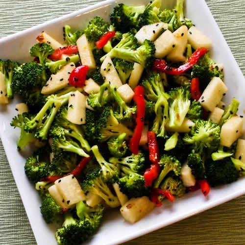 Kalyn S Kitchen 174 Spicy Broccoli Jicama Salad With Red Bell Pepper And Black Sesame Seeds