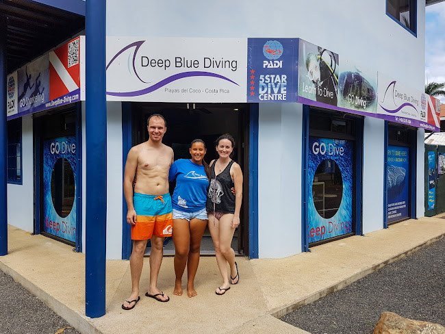 Con el personal de Deep Blue Diving en playas del Coco