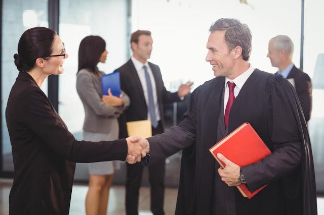 للمحامين  كيف تفوز بثقة العملاء وتجذبهم للتعامل معك