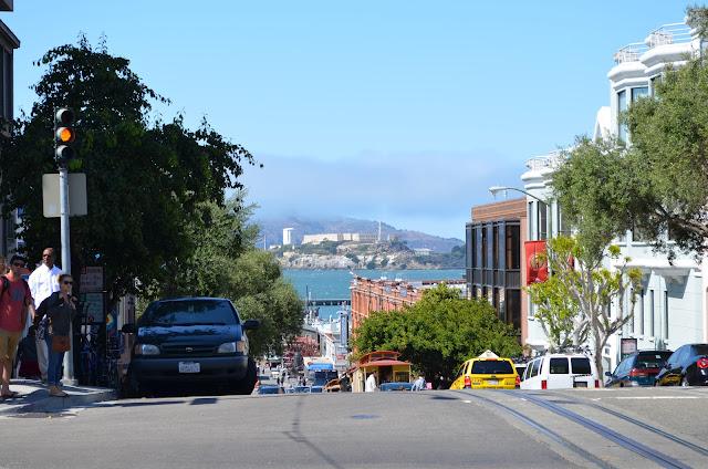 Alcatraz vista da Lombard Street com a Powell Street.