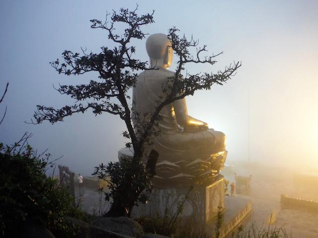 buddha king tran nhan tong statue sunset yen tu vietnam