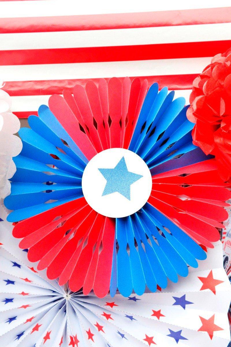 Patriotic rosette DIY via BirdsParty.com @birdsparty
