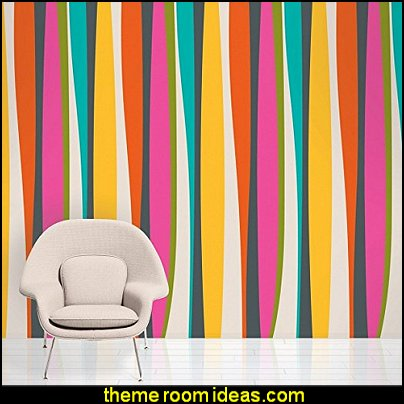 French Bull Kiss Striped wallpaper