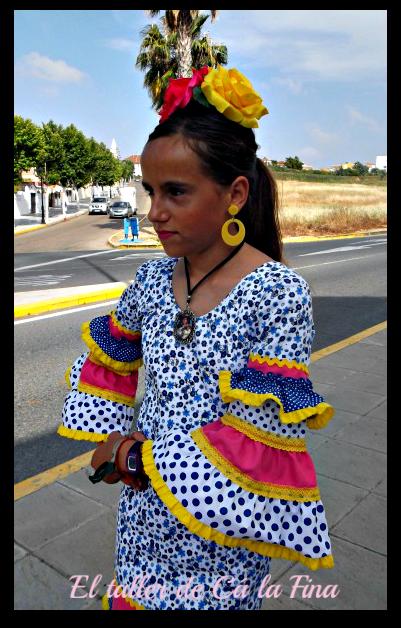 Judit vestida de flamenca para la Romería de Aljaraque, en detalle