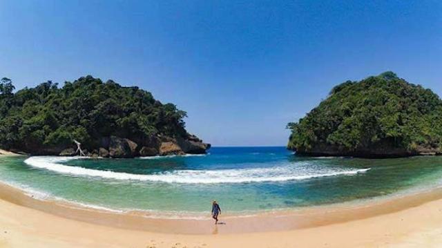 Pantai di Malang