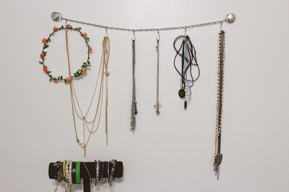 H × R ¢ × L Y Chainlink Jewelry Organizer