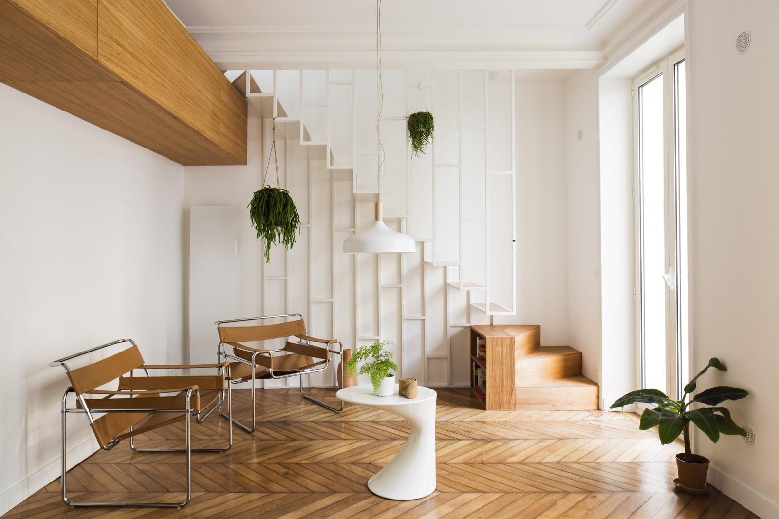Appartamento a Parigi con scala in metallo sottile e cucina verde ...