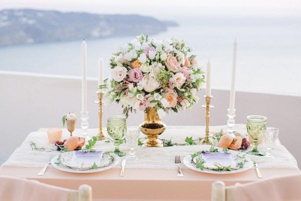 mesa de bodad para dos con vistas el egeo chicanddeco