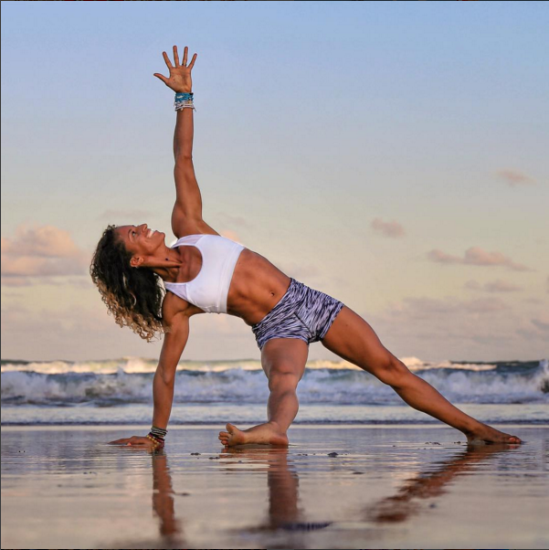 Vẻ quyến rũ của những nữ huấn luyện viên Yoga khiến bao người ngất ngây