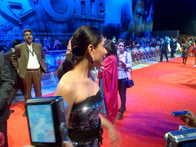 Kareena Kapoor Luks Beautiful & Hot In Black Gown At Ra One London Premiere