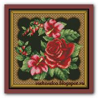 Подушка с розами гибискусом