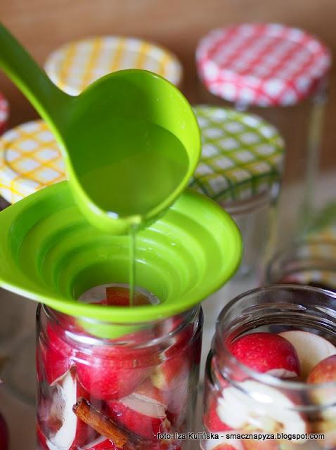 słoiki na przetwory, szklane słoje, sloiczki, domowe przetwory, spizarnia, przydasie, kuchenne gadzety, kuchenne tricki, kompot z jablek