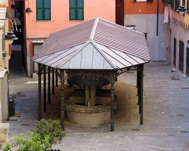Truogoli di Santa Brigida (Santa Brigida washing places), Piazza dei Truogoli di Santa Brigida, Genoa