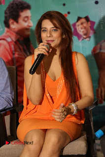 Actress Saloni Aswani Pos in Short Dress at Meelo Evaru Koteeswarudu Movie Interview  0121.JPG