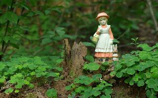 http://fotobabij.blogspot.com/2016/03/figurka-dziewczynka-z-zajaczkiem.html