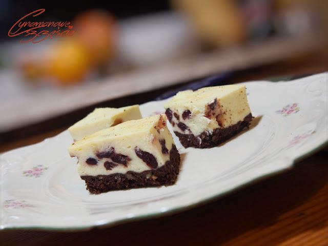 sernik brownie z żurawiną