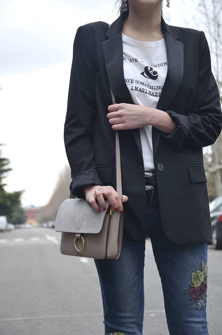 look-bloger-trends-gallery-looks-blazer-stilettos-jeans-bordados-fashion-moda