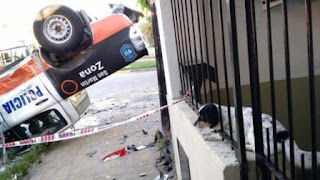 Como consecuencia del hecho, tres policías resultaron heridos. Por su parte, los ladrones lograron escapar.
