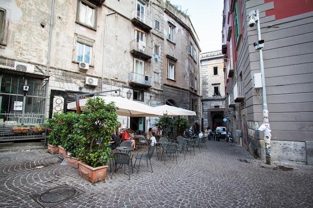 Piazza Bellini e Conservatorio-Napoli