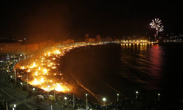 Noc św Jana. Święto ognia i wody, którego Hiszpanie nie mogą się doczekać