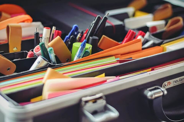 desk color pen folder