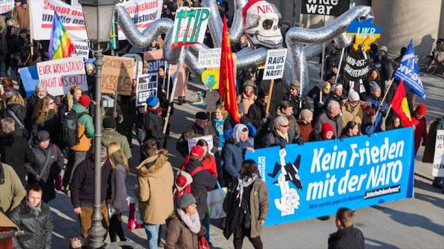 Alemanes protestan: 'Berlín es herramienta de EEUU' sobre Siria