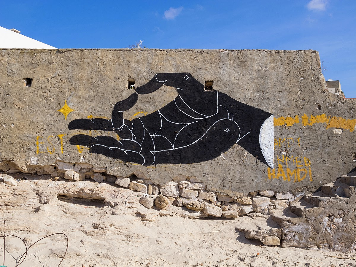 Basik just sent us a series of new shots from his latest street piece somewhere on the beach of Hammamet, a small town in Tunisia.