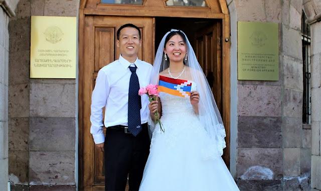 Pareja recién casada obtiene visas para pasar la luna de miel en Artsaj
