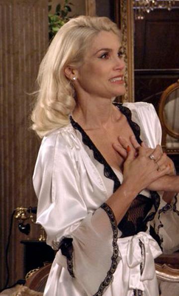 Sandra com camisola chic branca