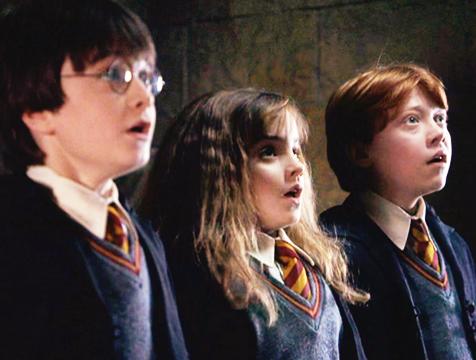 Harry (Daniel Radcliffe), Hermione (Emma Watson) y Ron (Rupert Grint) en Harry Potter y la Piedra Filosofal - Cine de Escritor